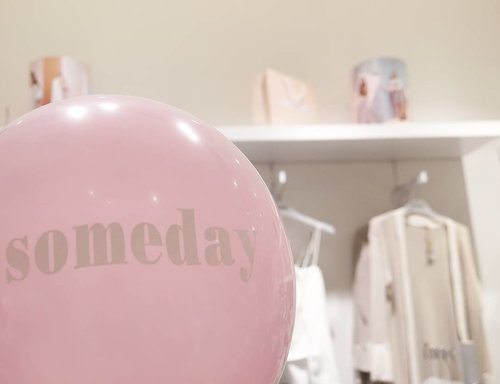 Make your life pop like pink baloon! 🙅🙌 Hey, guys, I write new blog post about the affordable stylish collections of SOMEDAY store: Koleksi Stylish & Affordable di Grand Opening SOMEDAY Store http://bit.ly/2kGAmmX Or click link on my bio 😉 #pink #baloon #peach #somedaystore #mallciputra #citraland #someday #cute #collections #shop #life #quote #quoteoftheday #affordable #fashion #lifestyle #shopping #dustypink #girlstuff #outfit #style #blog #blogpost #clozetteambassador #clozetteid
