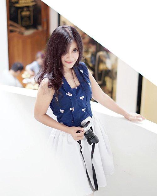 Hey, I am so into you, blue and white~😍📷by @dunia__maya 👍 thank you😘 #girl #woman #smile #blue #white #shophaus #restaurant #cafe #ootd #sotd #batik #jumputan #batikjumputan #kutubaru #whiteskirt #flatshoes #lifestyle #fashion #beauty #photograph #photography #girlwithcamera #photoshoot #photooftheday #pictureoftheday #clozetteid #clozetteambassador