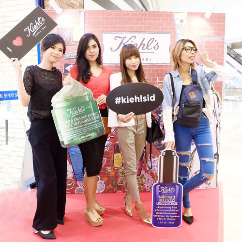 Congrats @kiehlsid boutique for Grand Opening at @pakuwonmallsby 🎉🎉You can check your problem skin at Kiehls boutique and try their amazing product at Skin Lab 🔬😉Thank you for having us @leeriady !.#trykiehls #kiehlsid #clozetteid #boxynotes