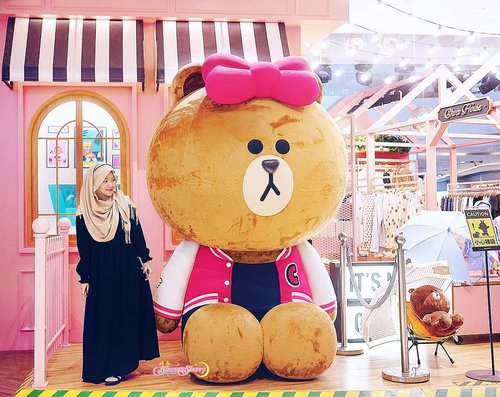 "Stopping by ""-Choco House-"" 💖🐻🎀 #LineFriends #LineStore — Anyway did you notice that all of us (Zeno, Zayden, and I looked to the left in these Line Store Visit Pics? lol. check my IG Pink Feed for their pics with Many Sally's & A Huge Brown 🐤🐻"