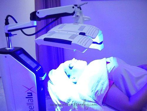 Hayo udah ada yang pernah treatment pakai alat ini? Ini namanya Blue Light treatment. Reviewnya udah ada di blog aku, klik link di bio ya 😍..#KusumaBeautyJourney#KusumaBeautyClinic#KlinikKusuma#KlinikKecantikankusuma#clozetteid
