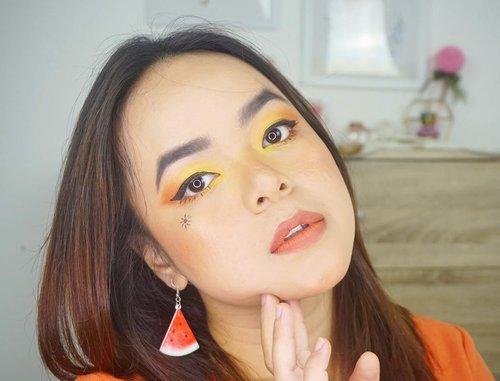 My Signature Sunset Makeup Look for Beauty Hackaton @getthelookid  Hal yang paling aku suka adalah sharing. Bisa dibilang aku orangnya kalo udah nemu topik obrolan pasti ngobrol terus, apalagi kalo udah ngobrolin seputar beauty, bisa deh dari pagi sampai malam ngobrolin dunia beauty terus. Karena memang aku suka ngobrolin dunia kecantikan. Makanya aku mulai blogging dan sharing di instagram tentang produk kecantikan yang pernah aku pakai, tujuan utamanya adalah sharing ke teman-teman semua tentang apa yang aku rasakan, karena ketika aku coba suatu produk rasanya aku pingin sharing ke semuanya tentang apa yang aku suka dari produk tersebut.  Begitu juga ketika aku melihat @getthelookid Rouge Signature Parisian Sunset, waktu aku lihat warnanya di swatch salah satu influencer favorit aku, rasanya aku pingin coba juga karena warnanya cantik-cantik banget! Shade favorit yang paling pingin aku coba tuh 130 I Amaze karena warna brick cantik banget, i love! Kalo kalian suka shade yang mana? @nata.hsu @heyyyyyjudeeeee @awlrw @arifanuryani @nands.id  #OwnYoursunset #GoRougeSignature #BeautyHackatonLorealID #LorealIDHackMyTown @indobeautysquad  #clozetteid #beauty #indobeautysquad