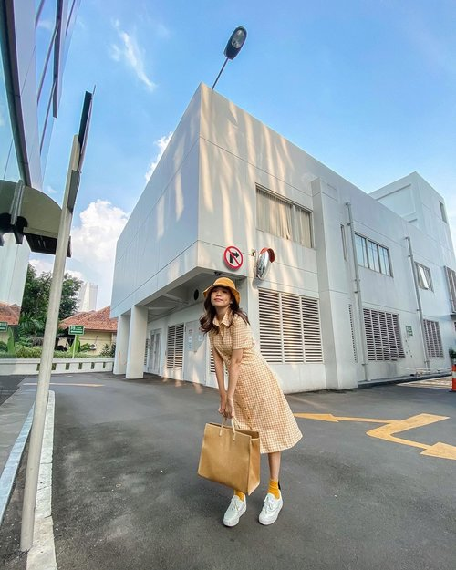 This spot reminded me of small stand alone shops in 🇯🇵 💛 Imagining myself strolling across Omotesando !  . . - 📸 @priscaangelina  . . . . . . . .  #photooftheday #ootd #wiwt #exploretocreate #clozetteid #ootdstyle #ootdinspiration #love #sonyforher #lookbookindonesia #fashionblogger #style #whatiwore #stylefashion #fashionpeople #localbrand #streetinspiration #zalorastyleedit
