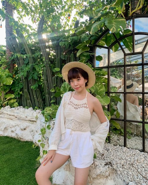 Flashing memories reminded me of you, yet I chose to treasure them and move on🤍 // looking for a crochet summer top just like mine shop them on @zaloraid , don't forget to use my discount code ZLRSTEVIE to get additional 22% off + 10 % cashback! (first timer shoppers enjoy additional 25% off + 15% cashback) . . . . . - 📸 @priscaangelina  . . . . . #bali #bali2020 #TakeMeToBali #KembalikeBali #DiIndonesiaAja #ootd #steviewears #collabwithstevie #love #explorebali #balidaily #balilife #style #thebalibible #baligasm #bestvacations #clozetteid #thebaliguideline #balilivin #travelawesome #beautifuldestination #bestplacestogo #shotoniphone #zalorastyleedit