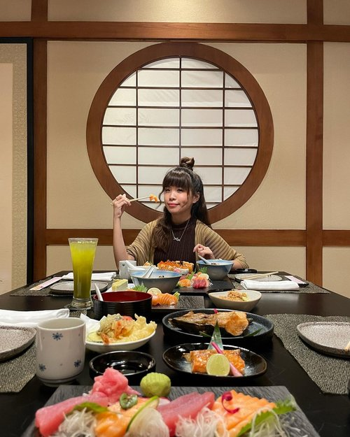 Finally had the chance to try out this #AYCE at @nonamarestaurant @lemeridienjkt !! Enjoy all the fresh sushi and sashimi only for 150k nett on weekdays 🥰🍣 I would suggest you to make a reservation prior to your visit. We booked their tatami room for a more secure and private dining experience. ..🍣 Sushi freshness 💯 cause apparently their fishes are freshly flown fish from Toyosu Fish Market 🎌 FREE FLOW Sashimi = simply my source of happiness ...Every weekend you can enjoy weekly specials menu 🥰 like grilled salmon belly and hamachi kama 💯 Weekend PROMO get a pay 1 for 2 for 450k ++ ...#LeMeridienJakarta#itsNONAMAtime #stevieculinaryjournal #sushi #yummy #clozetteid #explorejakarta #exploretocreate #love #style