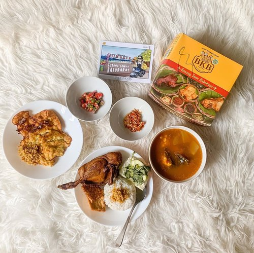 Almost dinner time 🍽 Trying out @bebekbkb in collaboration with chef @junarorimpandeyofficial ❤️❤️❤️ perfectooo 👌🏻 .....#shotbystevie #collabwithstevie #foodie #exploretocreate #style #food #yum #stevieculinaryjournal #indonesianfood #yummy #flatlay #clozetteid