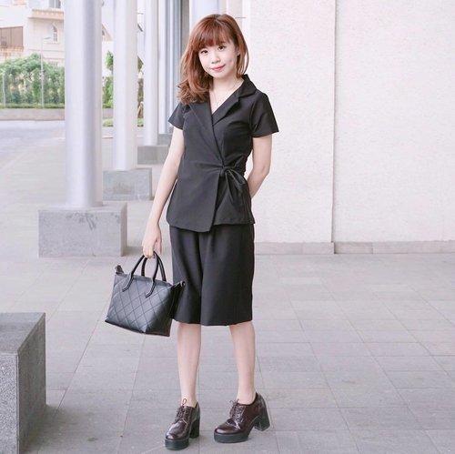 Happy Sunday!! Wearing @amygostore Popi Blazer Set - Black 💕it's a timeless versatile set that can be worn in almost every occasion!! #majorlove #endorsement ................ #styleblogger #vscocam #beauty #clozetteid #lookbook #ulzzang  #beautyblogger #fashionpeople #fblogger #blogger #패션모델 #블로거 #스트리트스타일 #스트리트패션 #스트릿패션 #스트릿룩 #스트릿스타일 #패션블로거 #bestoftoday #style #ootd #l4l #ggrep #cgstreetstyle #ggrepstyle #bblogger