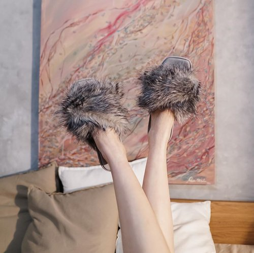 Fluffy ❤️ now my feet are warm in these EXTRA fluffy home sandal by @watt.offduty  . . . . . #exploretocreate #style #shoefie #sandal #homewear #localbrand #love #whatiwore #steviewears #clozetteid