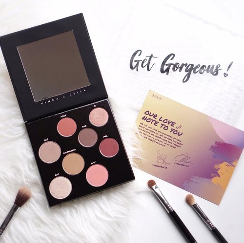 Hello gorgeous!! Finally got my hands on this lovely @minuet.official palette created by the one and only @vinnagracia and @cindercella ❤️❤️❤️ Their work and passion for makeup is something I look up to 😍 this palette is a 5 in 1 makeup palette consisting of 1 blusher, 1 contour ,1 highlighter, 1 bronzer and 4 eyeshadows. Can't wait to play around with them. . . . . . . . #makeup #tampilcantik #beauty #shotbystevie #eyeshadow #clozetteid #flatlay #sigmabeauty