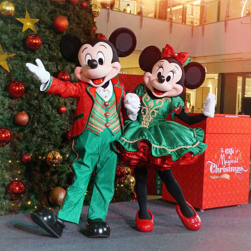 This Christmas join the festive celebration with @grandindo and @hkdisneyland with their Christmas 🎄 celebration giveaway 🎉 check out @grandindo to see more on how to join this #giveaway and get a chance to win a trip and stay at @hkdisneyland ❤️❤️❤️ Have a magical holiday seasons!! ...This was taken on the last @hkdisneyland x @grandindo event with Mickey and Minnie! Don't be sad if you mossed out your chance to meet Mickey and Minnie cause now you can meet the real size Mickey and friends figures at @grandindo ❤️❤️❤️... #ChristmasGiftGI #HKDisneyland & #SantaGoofyGI
