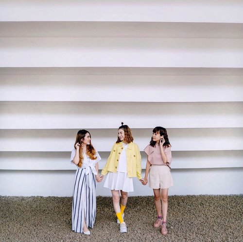#throwback to our fun shoot with @sweet.escape exploring the hidden gems in #jakarta ! ❤️ #SweetEscape #sweetescapejakarta . . . . . . . . . . . . . . . . #whatiwore #pastel #chic #fashionistas #feminine #steviewears #lotd #bloggerstyle #fashion #wiwt #lookoftheday #styleinspo #instastyle #ootd #explore #blogger #fashionblogger #fashionpeople #sonyforher #style #outfit #stylist #dimple #clozetteid