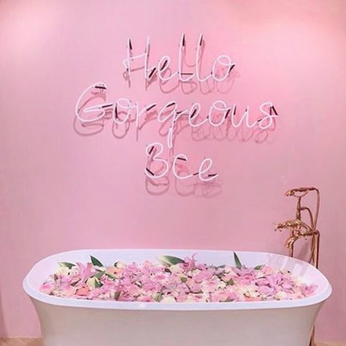 Hey you👋 yes, you! the one looking at this picture... today remember that you're gorgeous and awesome!! 💕 #selfreminder #clozetteid #pink #pinkhotel #seoul . . . . . . .  #styleblogger #vscocam #beauty #ulzzang  #beautyblogger #fashionpeople #fblogger #blogger #패션모델 #블로거 #스트리트스타일 #스트리트패션 #스트릿패션 #스트릿룩 #스트릿스타일 #패션블로거 #bestoftoday #l4l #lifestyle #jj #interior #ggrep