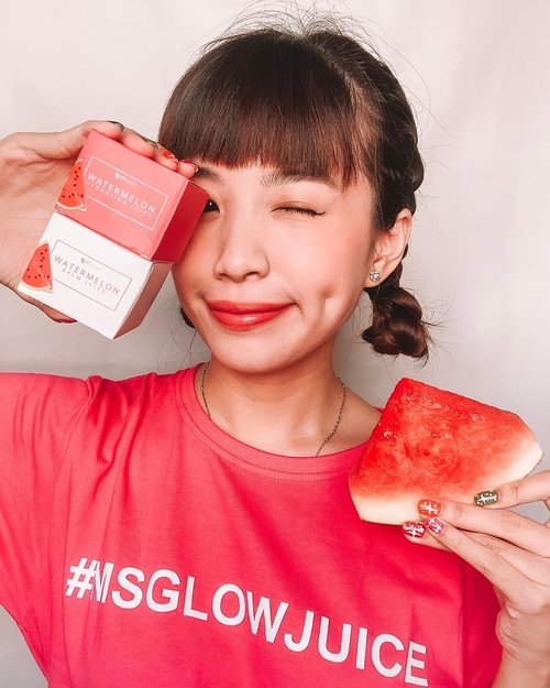 Calling to all 🍉 fan !!! Ms Glow today 23 January 2019, launches their newest product which is Watermelon Hydrating Juice and Watermelon Balm Juice 🍉🍉🍉 Both consists real watermelons extract which are rich in Vitamin A,C and B6 which is great to moisturize, soothe and prevent early aging. Hop over to @msglowbeauty to check out more about the products!! .#msglowjuice #msglowbalmjuice #msglow #bestmoisturizer #cleansingbalm .......#beauty #makeup #collabwithstevie #skin #skincare #beautyskin #koreanmakeup #clozetteid #clearskin #뷰티그램 #메이크업스타그램 #스킨케어 #스킨 #셀카스타그램 #셀피스타그램 #moistskin #kulitlembab #style #flatlay #shotbtstevie