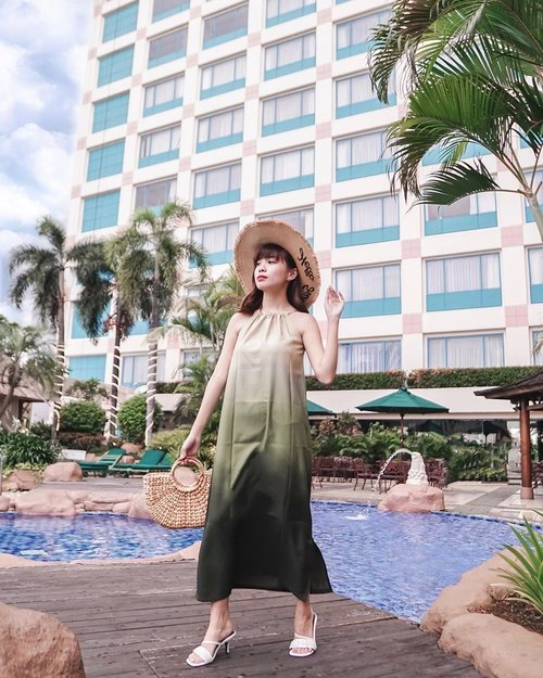 Finding the island 🌴 vibe in the middle of city ! #throwback to the days when #staycation was my favourite activity in town to have both work and leisure balanced. . . . . . . - 📸 @priscaangelina // 📍 @hotelciputrajkt . . . . . . . .  #photooftheday #ootd #sonyforher #ootdwomen #ootdindo #wiwt #steviewears #exploretocreate #clozetteid #ootdstyle #ootdinspiration #lookbookindonesia #fashionblogger #style #whatiwore #stylefashion #streetfashion #streetstyle #streetinspiration #zalorastyleedit