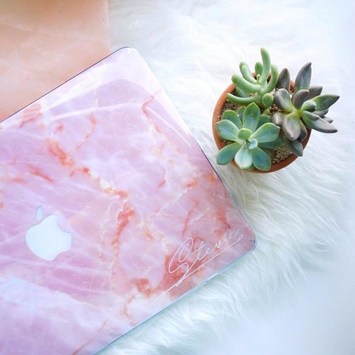 Simply fulfill my aesthetic cravings for pink marble❤️😍 @thecasebible.id !! . . - So here it is I made an upgrade and an investment!! After contemplating for a long time, I finally got it! Well since years back even before graduating I've got all my possession especially all my gadgets with my own saving (doesn't mean to brag) but I wanted to share this little story of mine with you... for me personally getting the things I really wanted with my own hard work gives me a sense of pride and joy that is priceless and even more valuable than the monetary value of the goods itself as the thing I got become more precious because of the story behind it. . . - When dream crasher/ hardship come in the way always learn to look on the bright side and believe that everything is possible!! Work your way to it and you'll eventually get what's meant to be yours ❤️Moral of the story: work hard, save up and choose wisely! ( repeat) hehehe its nothing grand but for me it's one of those joyful moment which I like to share cause happiness and joyful vibes are contagious and its a good thing when it spreads!! ✨✨✨ . . . . . . . . . . . . . . . . . .  #styleblogger  #beautyblogger #fashionpeople #blogger #패션모델 #블로거 #스트리트스타일 #스트리트패션 #스트릿패션 #스트릿룩 #스트릿스타일 #패션블로거 #kinfolk #livefolk #lifestyle #bestoftoday #style #ggrep #makeupjunkie #flatlay #makeup #bblogger  #clozetteid #macbook #marble
