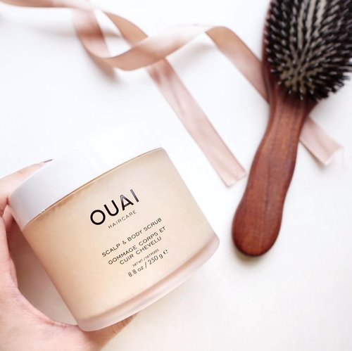 I miss washing my own hair and doing my hair regime all thanks to my open cuts on my scrapped knees 😅 but once they're healed I can't wait to try this new product from @theouai that is said to be able to cleanse the hair thoroughly and make it look more voluminous ❤️ p.s. they smell heavenly and extra soothing !! Btw lots of new brands and products are coming up soon to @sephoraidn 😍 stay tune for your favorites, they are finally coming to town! ....#style #shotbystevie #ouai #hair #flatlay #sonyforher #haircare #tampilcantik #clozetteid #collabwithstevie #sephoraIDN #BBBYSEPHORAIDN19#SEPHORAIDNPRESSDAY#IDNBEAUTYFEELS
