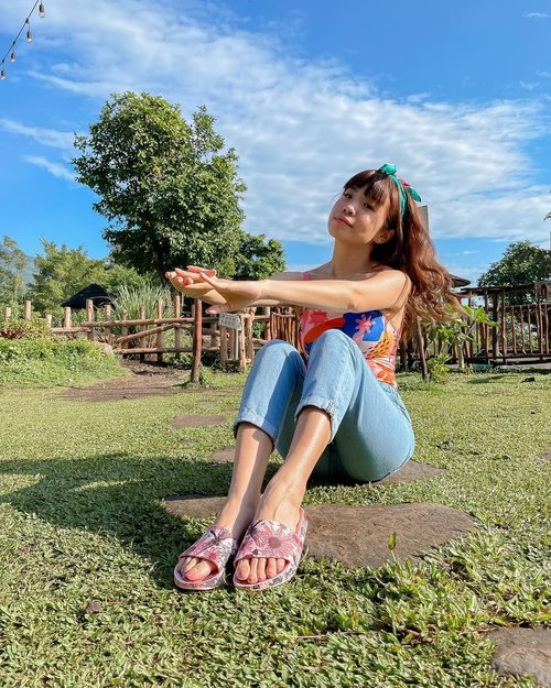 Sun kissed days ☀️ feeling the Summer vibes calling 📞  . . . . 📸 @priscaangelina . . . . . . .  . . . #exploretocreate #exploreindonesia #girrafe #clozetteid #staycation #vacation #holiday #happy #shotoniphone #tamansafari #tamansafariprigen #melissagirls #melissagirlsclub
