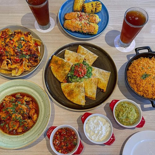 Calling to all 🇲🇽 food lover. Will definitely need to take my dad, since he loves nachos so much. Get on a tasty journey to Tex Mex Gourmet Buffet from 15-28 March 2021 at @hvertuharmoni Savor the Chicken Tamale, Fajitas, Nachos, Enchiladas and many more, seasoned & packed with a burst of flavors. (Coming from someone who don't really like heavy spiced food, I could say everything is so yummy 🤤 go try it for yourself.) Starting IDR 338.000,- nett/personGet 50% OFF with their bank partners. ...............⁣#explorejakarta #clozetteid #style #stevieculinaryjournal #shotbystevie #exploretocreate #flatlay #jktgo #jktspot #love #mexicanfood