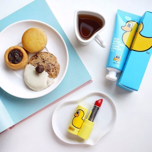 Always my favorite evening companion tea 🍵 and cookies 🍪!! Cookies from @paulindonesia😋 #sephoraidnxhariraya #sephoraidnxpaul . . . . - Cute @borntree_korea and @pancoat_official collaboration products in frame! They surely came out with the cutest edition of packaging 🐤🐤🐤 Hand cream and 3 in 1 Lip tint/ balm/lipstick ❤️ #charis #charisceleb #borntreee #pancoat #korea @charis_official . . . . . . . . . . . . . . . . . .  #styleblogger  #beautyblogger #fashionpeople #blogger #패션모델 #블로거 #스트리트스타일 #스트리트패션 #스트릿패션 #스트릿룩 #스트릿스타일 #패션블로거 #bestoftoday #style #makeupjunkie #flatlay #makeup #bblogger  #clozetteid #foodie #yummy #dessert
