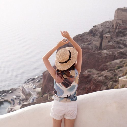 Cherish the simple things ! 🍀 . . . . . . . . . . @heavenlyblushyogurt @heavenlyblushgreek  #heavenlyblushgreeksecret #greeksecretadventure #greeksecretStevie #style #ootd #ootdindo #clozetteid #fashion  #tampilcantik #ggrep  #collabwithstevie