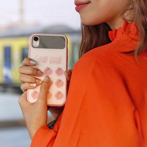 🍀 Sending Good luck vibes ! Featuring my nails by @ollabeauty.id and my cutie 🍑 case from @shopatsprinkle ......#exploretocreate #iphone #iphonecase #nailart #beauty #clozetteid #style