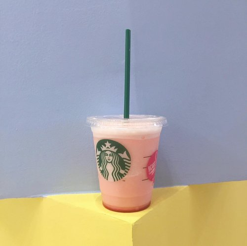 Hey loves!! Have a great week, let's start the day with a cup of this pink drink from @starbucksindonesia 💕  Support their #pinkvoice campaign by purchasing any of their pink drinks @ Rp 29.000 only 💞 .......#shotbystevie #style #pink #clozetteid #exploretocreate #drinks #stevieculinaryjournal