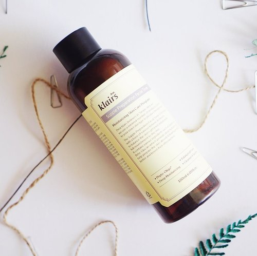 My all time favorite toner ! I've been using it since 2 years ago and Used 6 bottles already 😍😍 check out my skin care routines on my blog #klairs #clozetteid .............#beautyblogger #fashionblogger #beautyyoutuber #패션 #뷰티 #얼짱 #메이크업 #makeupaddict #makeupjunkie #ulzzang #skincare #dailymakeup #eyeshadow #eyeliner #toner #dailyroutines #koreanmakeup #koreanskincare #besttoner #ultimatebias #everyday #allday #moisturizer