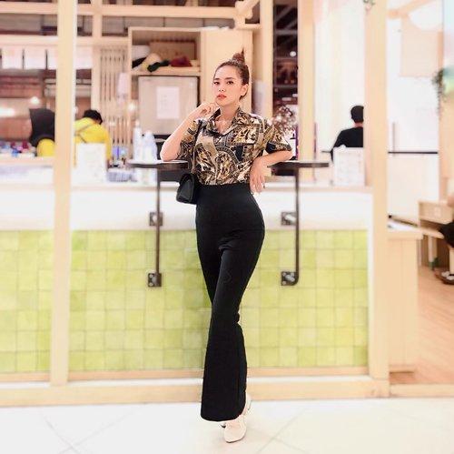 Be someone's Sunday, not Saturday night :) . Super comfy AUTO-SLIM AUTO-JENJANG pants @monomolly.id . . . #Clozetteid #beautynesia #ootd #potd #fashion #fashionphotography #fashionblogger #styleblogger #streetstyle #style #potd #ootdindo #fashionvibes #urbanfashion #urbanoutfitters #urbanphotography #ootdstyle #ootdjakarta #endorse #endorseindo #endorseindonesia #endorsement #fashionable #fashiongirl #girls #asiangirl #likeforlike #spamlikes #love #socialenvy #socialmedia