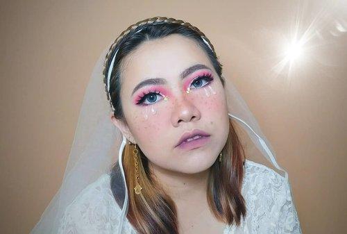 Bisa recreate makeup nya @cindercella tu kebanggaan buat gue . #ANJAE Dari look ini emang bener2 cuma kurang 1 = BANDO NYE Maka dari itu #kasiwbandonya 😂✌🏻 Wkwkwkwk . Gue mau bikin juga ikutin + recreate tutorial nya @cindercella di YouTube. Jajal yakkkkk . . . . . . . . . . . . . . . #beautyvlogger #makeup #makeuptutorial  #wakeupandmakeup #tutorialmakeup  #clozetteID #flovivi #motd #bretmansvanity #muaindonesia #inspirasicantikmu #youtuberindonesia #muajakarta #makeuprevolution #makeupoftheday #makeupforbarbies #ragamkecantikan #mua #undiscovered_muas #tampilcantik #beautybloggerindonesia  #bvloggerid #indobeautygram #ivgbeauty #indovidgrambeauty  #jakartabeautyblogger #beautilosophy #bunnyneedsmakeup ✨✨✨ @bunnyneedsmakeup @beautilosophy @tampilcantik @indobeautygram @bvlogger.id @beautybloggerindonesia @youtube @indovidgram @100daysofmakeup @wakeupandmakeup @undiscovered_muas @setterspace @insiderbeauty