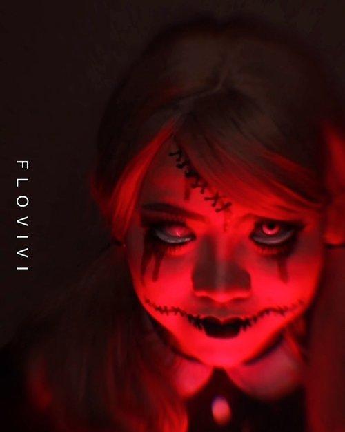Waktu kecil punya boneka / mainan yg di takutin gak? . 🎃 #31daysofhalloween 🎃 🖤 #HALLOWEENWITHFLOVIVI 🖤 . . . . #halloween #halloween2020 #halloweenmakeup #halloween2k20 #halloweenmakeupchallenge #makeupoftheday #makeuphalloween #halloweenedition #motd #flovivi #clozetteID #cchannel #cchannelid