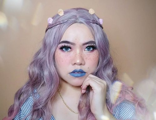 Tebak ini wig nya punya siapa ? Hehehehe . . Deets : • Aloe Vera Spray @lacoco.id • Serum @v2h_beautycorner • Cushion @sarange_id • Powder @ran_cosmetic_indonesia • Eyebrows Sweetheart & @maybelline • Bronzer @byscosmetics_id • Blush @catrice.cosmetics • Eyeshadow @focallure • Eyelashes @the.flashes • Eyeliner @cathydollindonesia • Lipstick @lagirlindonesia • Softlens @zendiixsoftlens . Shade dll tanya di comment aja nanti gua jawab. Eh jawab ga ya? Wkwk . . . . . . . . . . . #makeup #makeuptutorial  #wakeupandmakeup #tutorialmakeup  #clozetteID #flovivi #inspirasicantikmu #muajakarta #makeupoftheday #makeupforbarbies #ragamkecantikan #mua #aestheticmakeup #kawaiimakeup #tampilcantik #beautybloggerindonesia  #bvloggerid #indobeautygram #ivgbeauty #bunnyneedsmakeup #bloggermafia ✨✨✨ @bunnyneedsmakeup @beautilosophy @tampilcantik @indobeautygram @bvlogger.id @beautybloggerindonesia @indovidgram @100daysofmakeup @wakeupandmakeup @bloggermafia @setterspace @popbela_com @zonamakeup.id @ragam_kecantikan @inspirasicantik_id