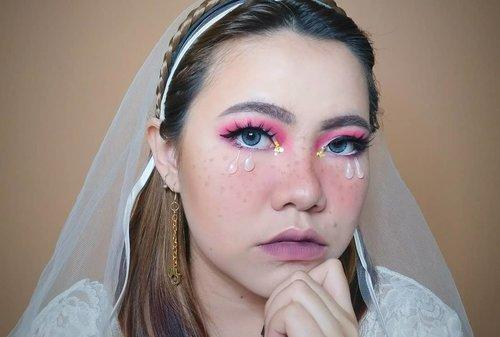 Deets ! @cindercella 's Met Gala 2018 Inspired Makeup. #kasiwbandonya . . . . Product i used : • Priming Water @studiotropik • Primer @benefitindonesia • Foundation @bourjois_id + @lagirlindonesia • Concealer @thesaemid • Brows @maybelline • Contour @byscosmetics • Eyeshadow @morphebrushes @focallure • Eyeliner @cathydollindonesia @dejavu.indonesia @wardahbeauty • Eyelashes @ellyfenn • Blush @catrice.cosmetics @aubeaucosmetics • FauxFreckles @lacolorscosmetics • Lip @wardahbeauty @poppydharsonocosmetics . . . . . . . . . . #beautyvlogger #makeup #makeuptutorial  #wakeupandmakeup #tutorialmakeup  #clozetteID #flovivi #motd #bretmansvanity #muaindonesia #inspirasicantikmu #youtuberindonesia #muajakarta #makeuprevolution #makeupoftheday #makeupforbarbies #ragamkecantikan #mua #undiscovered_muas #tampilcantik #beautybloggerindonesia  #bvloggerid #indobeautygram #ivgbeauty #indovidgrambeauty  #jakartabeautyblogger #beautilosophy #bunnyneedsmakeup ✨✨✨ @bunnyneedsmakeup @beautilosophy @tampilcantik @indobeautygram @bvlogger.id @beautybloggerindonesia @youtube @indovidgram @100daysofmakeup @wakeupandmakeup @undiscovered_muas @setterspace @insiderbeauty