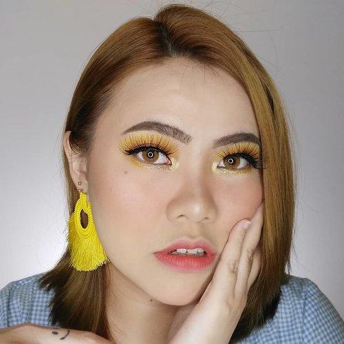 Good morning.... Minggu ini lg hectic banget 😢 Stock video & photo banyak sih, tapi belom sempet di edit. Soon yah 🙏🏻 . . . . . . . . . #makeup  #wakeupandmakeup #tutorialmakeup #flovivi  #inspirasicantikmu #muajakarta #makeupoftheday #selalucantikid #hudabeauty  #tutorialmakeupkece #bretmansvanity #beautybloggerindonesia  #clozetteID 🌼🌼🌼🌼🌼 @beautybloggerindonesia @bunnyneedsmakeup @cchannel_beauty_id @beautilosophy @tampilcantik @indobeautygram @bvlogger.id @indovidgram  @wakeupandmakeup @bloggermafia @setterspace @popbela_com @cchannel_id