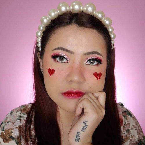Love me or not? ❤️💔 . . . . . #makeupoftheday #tutorialmakeup #Tutorialdandan #makeuptutorial #tutorialmakeup #indobeautygram #makeupoftheday #beautybloggerindonesia #motd #popbelabeauty #flovivi #ClozetteID #cchannelid #cchannelbeautyid #aesthetic #aestheticmakeup . @tampilcantik @tips__kecantikan @tutorialmakeup_id @ragam_cantik @meriaswajah @syantiktutorial @ragam_kecantikan @zonacantikwanita