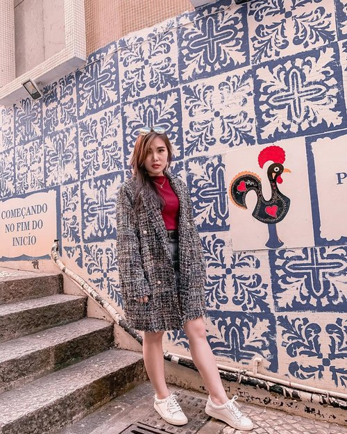 It's tweed season and I am all ready to pair with red🎄. Tweed blazer & grey mini skirt : @banggood . . . . #ootd #winteroutfitideas #styleideas #collaboratewithcflo #ClozetteID