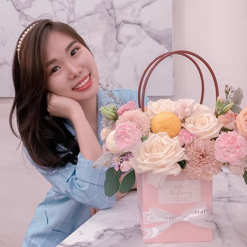 A flower doesn't think of competing with the flower next to it. It just blooms 🌸. ..Feel so Korean photographed next to this Korean flower bouquet from @truflowery 🥰💐. Beautiful enough to make any special day even better 💖...#Koreanbouquet #flowerbouquet #flowers #collaboratewithcflo #ClozetteID