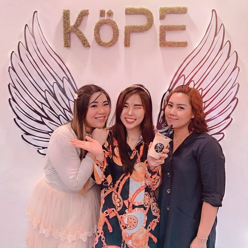 Sandwiched with two amazing women @mgirl83 & @laurensiamega , owner of @kope.sub which just opened for public today in Surabaya! 😍...Grab your favorite coffee or non-coffee drink and enjoy their special promo BUY 1 GET 1 FREE starts from 10-12 January ! ..Most friends said their coffee is awesome, but since I don't really drink coffee, I would recommend SEPEKU CREAM for you to try. Biscuit flavor combined with milk are just 😍👌...Once again, CONGRATULATIONS @kope.sub !..#newcoffeeshop #sbycoffeeshop #ClozetteID