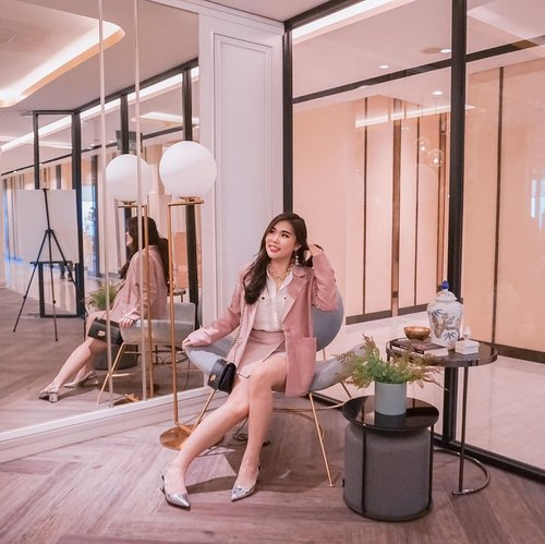 Preppy chic outfit for semi-formal meeting or weekend hang out : white shirt + blazer suit 😄. . . 📍: Voza Premium Office, Surabaya. . . #outfitideas #stylingideas #VozaPremiumOffice #ElevateYourBusiness #PremiumOffice#Tanrise#Tanriseproperty #CentralBusinessDistrict #WestSurabaya #ClozetteID