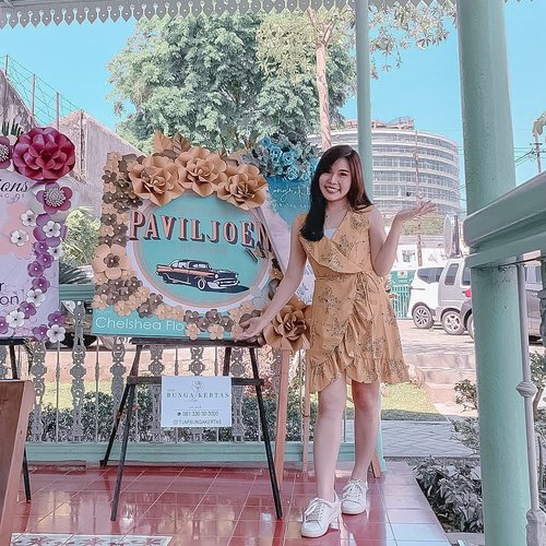 Congratulations for the grand opening of @paviljoen_surabaya 😍, one of my current fave Indo cuisine restaurant that serves unique menus and great vintage-peranakan ambience! . . Also thank you @tjapbungakertas for helping me out with superb paper flower board 😍💖🎉. . . Congratulations Ce @angeliasamodro 🤗💖. #newrestaurant #surabayaresto #ClozetteID
