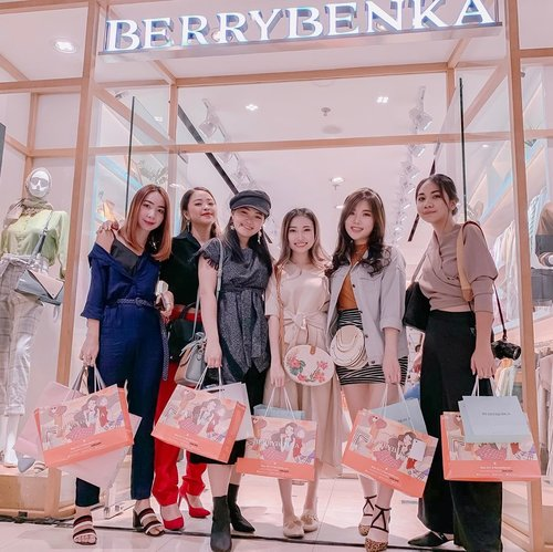 Last weekend event with @berrybenka x @devolyp doing styling game makeover for customer based on her needs. Short yet so much fun! Hope there would be more of fashion event in Surabaya 😉. . . #berrybenka #stylinggame #fashionevent #ClozetteID