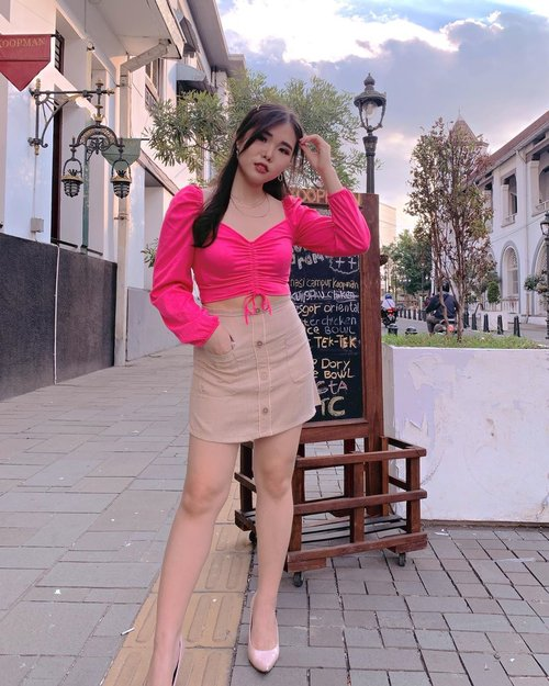 How do you name this statement top and skirt ?  Swipe left for the answer! 😆. . . And I wonder...do you like to wear fluorescent top ? Or avoiding it?  Ohya, fluorescent = warna norak 😜. . #fashionglossary #ootd #fashion #fashionstyling #ClozetteID #chicstyle #fluorescent