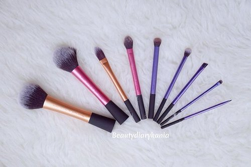 My favorite brush 💋  #beauty #brush #realtechniques #realtechniquesbrush #potd #clozetteid #blogger #beautyblogger #indonesianbeautyblogger #fdbeauty #makeuptools #makeupbrush #powderbrush #blushbrush #pointedbrush #settingbrush #starterkitbrushes #starterkitbrushset