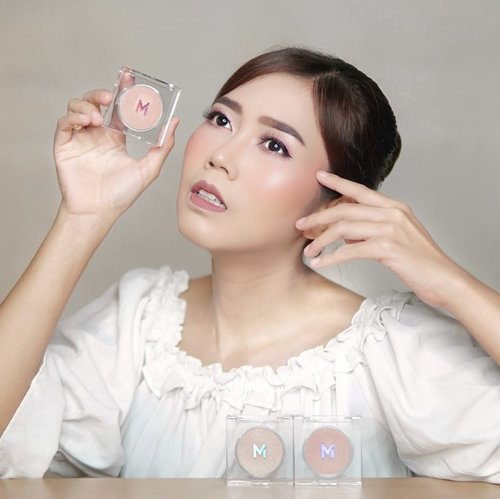 Makeup glowing? You need Highlighter✨ . Akhir-akhir ini aku lagi suka banget @mizzucosmetics Nomina Highlighter yang aku pakai pada area tertentu diwajah. Simple & sleek packaging dengan formulanya mudah diblend & you can adjust for glowing makeup natural or glamour. Nomina Highlighter 3 shades untuk berbagai skin tone: Lumens (Warm Skin Tone), Lux (Universal), Candella (Fair Skin Tone) and the most fav. aku shade lux gils bagus banget kilaunya❤️ . Selain sebagai higlighter, Nomina juga bisa digunakan sebagai eyeshadow lho... Kilaunya lembut dan cantik karena Nomina highlighter memiliki mikro partikel. So it can be use to any occasion😍 Recommended banget deh MIZZU memang selalu the best dengan harga terjangkau👌🏼 cobain deh!  @clozetteid #MIZZUReview #MIZZUCosmetics #MIZZUCosmeticsXClozetteID #ClozetteID #ClozetteIDReview #makeup #beauty #indobeautygram #indonesianbeautyblogger