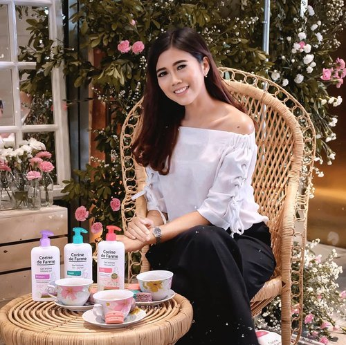The new from @corinedefarme_id Intimate care Series..So...Yesterday @corinedefarme_id celebrated of the new intimate care launch. The products gently cleanses and helps maintain the  balance of the  intimate area, it provides comfort and wellness in everyday life. Formulated under pharmaceutical control & tested under dermatological control..There are 4 varians are :💗 Shower Gel 2 in 1 Body & Intimate♥️ Intimate Gel Soft💙 Intimate Gel Fresh💜 Intimate Gel Protect.Can't wait to try this products❤️.@beautyjournal#ItsMyNature #CDFIntimateCare #IntimateCare #CorinedeFarme #CleanBeauty #CorinedeFarmeIndonesia #BeautyJournal #CorineDeFarmeXBeautyJournal #ClozetteID