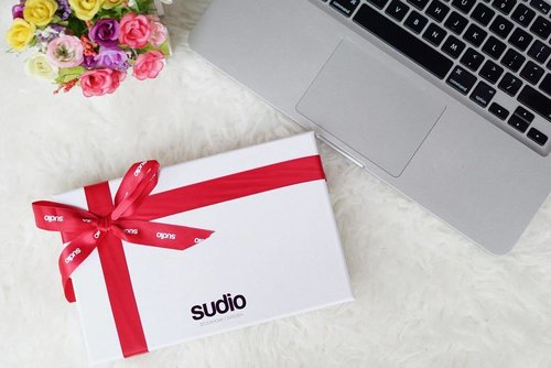 """Beautiful surprise from @sudiosweden as you all know Sudio from Sweden, which design premium earphones with studio quality sound. . Can you guess what I got ? I will post on the next pic also with my reviews 😊 . If you wanna have this one maybe for you or as a gift you can get 30% discount on your purchases with discount code """"Kania"""" 😘 .  #SudioSweden #SudioMoments #Sudio #blogger #like4like #lifestyleblogger #lifestyle #potd #bestoftheday #clozetteid #bloggerindonesia #bloggerid #indonesianblogger"""