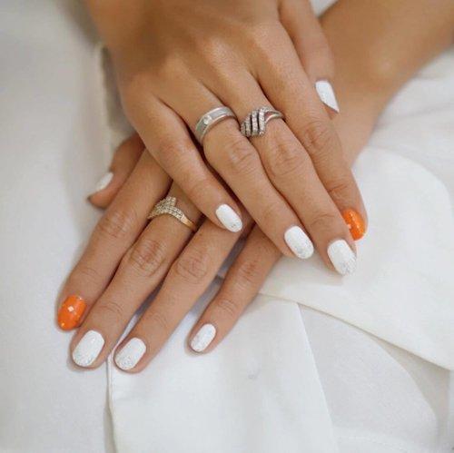 Beautiful nail art #BioOilLoveYourSkinandLife #potd #nail #nailart #beauty #blogger #beautybloggerid #clozetteid #femaledaily #bestoftheday #like4like #beautyblogger #indonesianbeautyblogger #lifestyle #lifestyleblogger