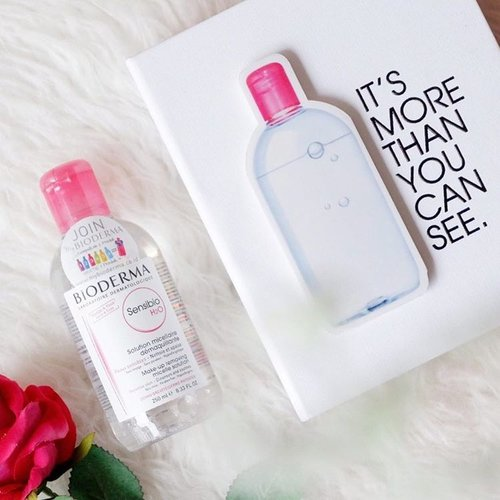 The secret of best makeup cleanser is @bioderma_indonesia Sensibio H2O yang merupakan salah satu favorite aku hingga sekarang. .Oya lg ada promo di BESAR lho di  @sociolla dari tanggal 25 April - 31 May 2017 di www.sociolla.com, yakni: 💋Sensibio H2O 100ml seharga Rp 99,000,. 💋Bundling Sensibio H2O 250ml + Sensibio H2O 100ml seharga Rp 231,000,. dan mendapatkan free pouch.💋 Sensibio H2O 500ml Rp. 272.800,- .#Bioderma #biodermasensibio #beauty #skincare #potd #blogger #bloggerslife #bloggers #beautyblog #beautybloggerid #beautyinfluencer #fdbeauty #lifestyle #like4like #lifestyleblogger #clozetteid #picoftheday #instagood #indonesianbeautyblogger #beautybloggerindonesia