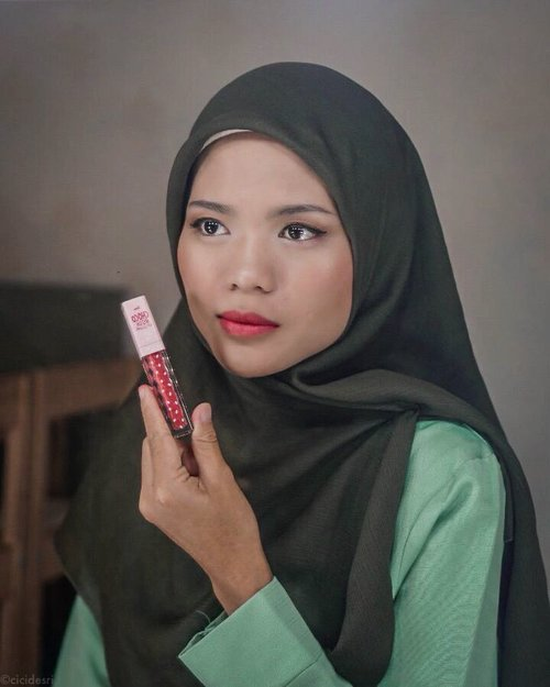 LipCream Nude emang gak ada matinya, selalu bikin jatuh cinta untuk setiap warnanya. Keliatannya sih mirip ya, tapi pas diapply di bibir, coba deh kalian liat sendiri, beda banget ternyata 😍Kali ini aku pakai 5 shades Fanbo Choco Rush LipCream yang lagi heboh banget di dunia per-beauty-an 👇💋 Shade 01 - It's Amberday💋 Shade 02 - Rouge In Minute💋 Shade 03 - Honey Month💋 Shade 04 - Scarlet Week💋Shade 05 - During Sepia HourKamu suka shade yang mana nih?....@beautyblogger.tangerang @fanbocosmetics#beautybloggertangerang #BBTxFanbo #FanboCosmetics #FanboChocoRushLipCream #Fanbolipcream. ........#cicidesricom #cidesreview #clozetteID #beautyhacks #lipmatte #lippmattereview #lipcreme #lipcream