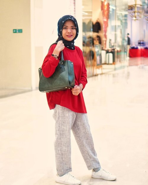 Happy monday, wish you in good mood today 🥳..........#cicidesricom #clozetteid #hijabstyle #hijabstreetstyle #hotd #ootd #outfitideas #casualstyle #hijabtutorial #hijabfashion #fashionblogger #fashionaddict #fashionanble #outfittoday #hijaboftheday #hijabcasual