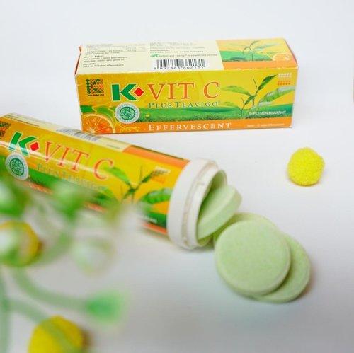 K- Vit C Plus Teavigo, suplemen makanan yang merupakan kombinasi antioksidan Calcium Ascorbat dan Teavigo atau Green Tea Extract..🍊 Manfaat:Membantu memelihara kesehatan tubuh..🍊 Aturan pakai:1-2 kali sehari 1 tablet effervescent, dilarutkan dalam satu gelas air..🍊 1 tube berisi 10 tablet effervescent..🍊 Keunggulan:Aman, sudah terdaftar BPOM, Halal.🍊 Tidak dianjurkan untuk ibu hamil dan bayi dibawah 1 tahun ya Moms.... ......@klink_indonesia_official@Indoblognet#Klinksolusihidupmu#Klinkmember15olusi#Inspiradzi.. .#cidesreview #cidessharing #cidesupdate #cicidesricom #clozetteid
